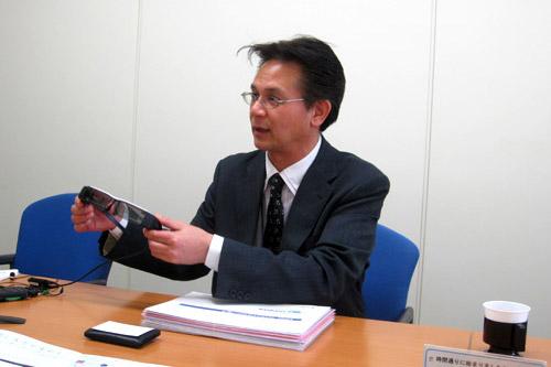 「BT-200」の苦労点を話すエプソン販売の柳田部長